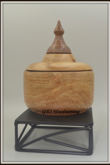 #2618 Lidded Box in Willow with Cedar Lid and Walnut Finial